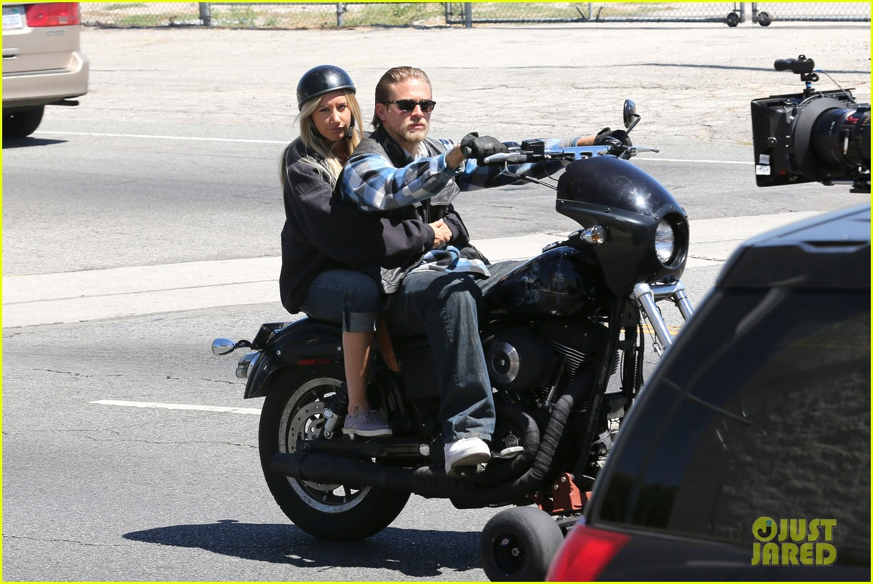 ashley tisdale charlie hunnam sons of anarchy 102679590