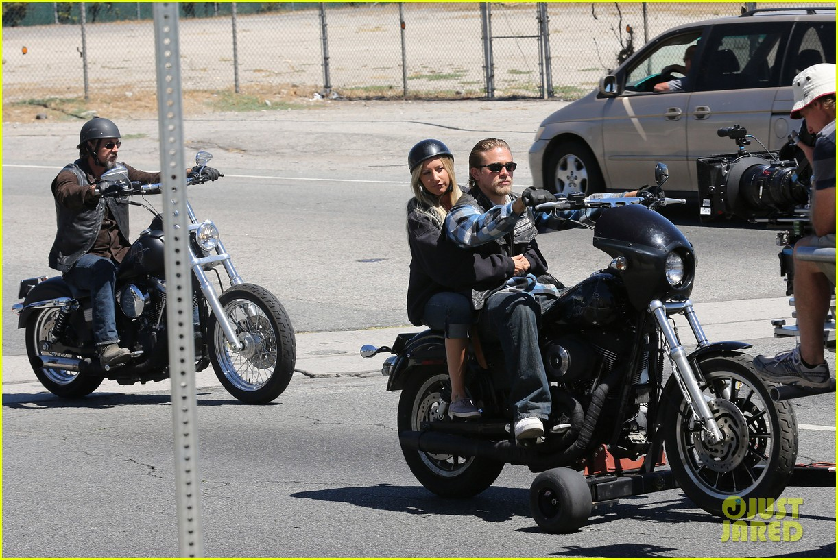 ashley tisdale charlie hunnam sons of anarchy 112679591