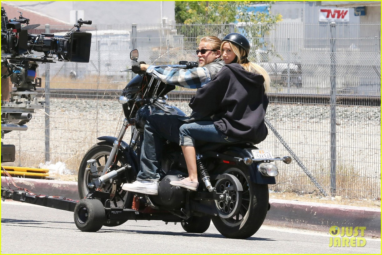 ashley tisdale charlie hunnam sons of anarchy 142679594