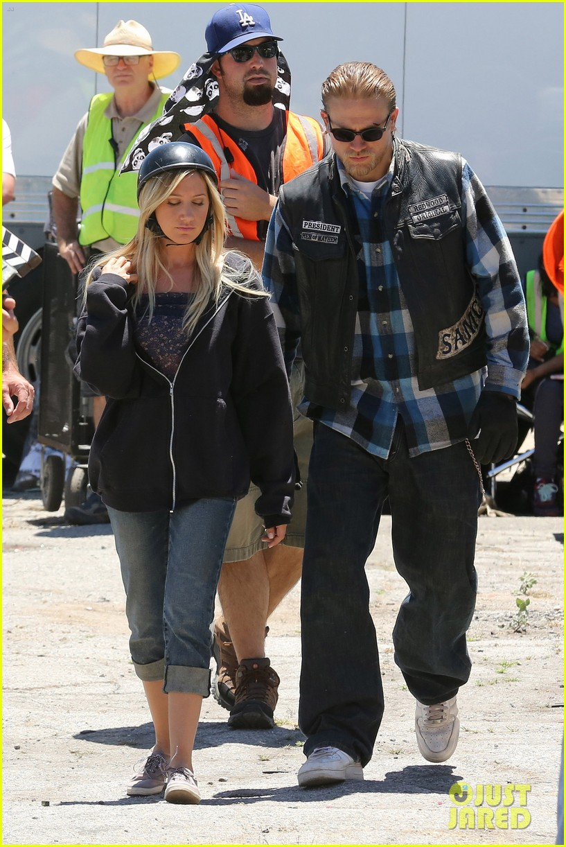 ashley tisdale charlie hunnam sons of anarchy 182679598