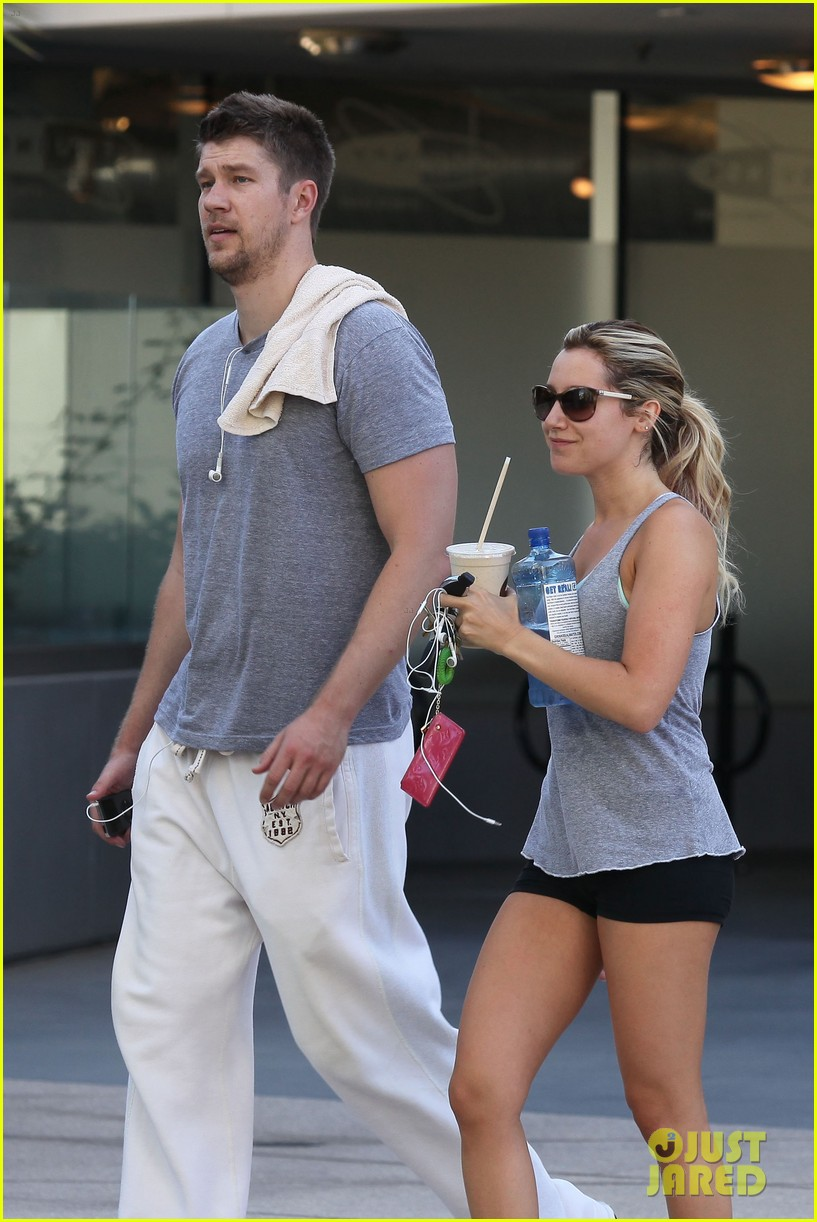 ashley tisdale scott speer equinox gym 02