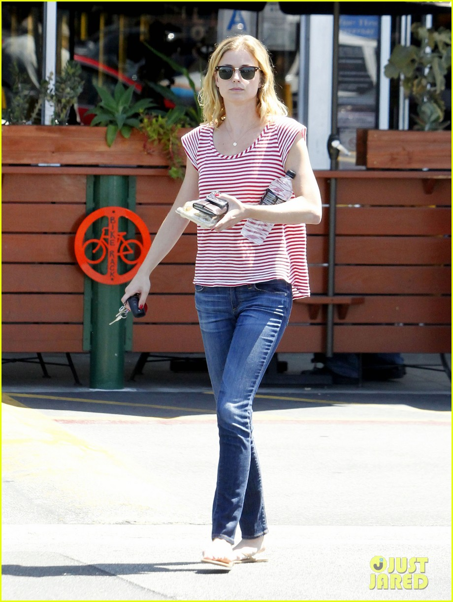emily vancamp errands west hollywood 022672153