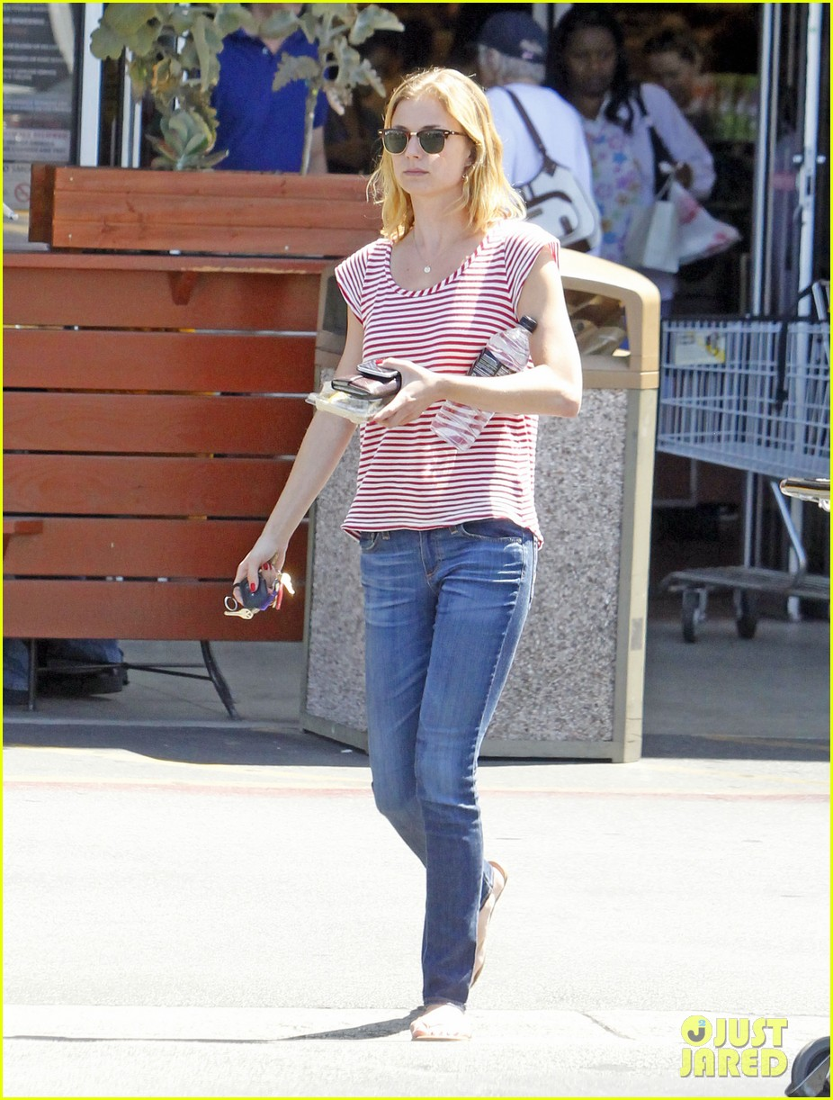 emily vancamp errands west hollywood 052672156