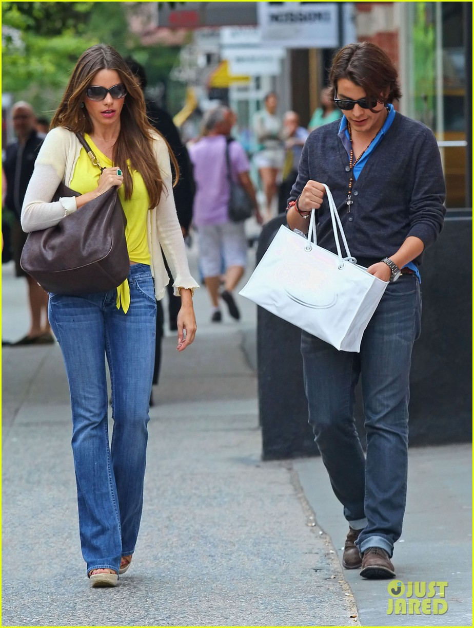sofia vergara shopping with manolo 10