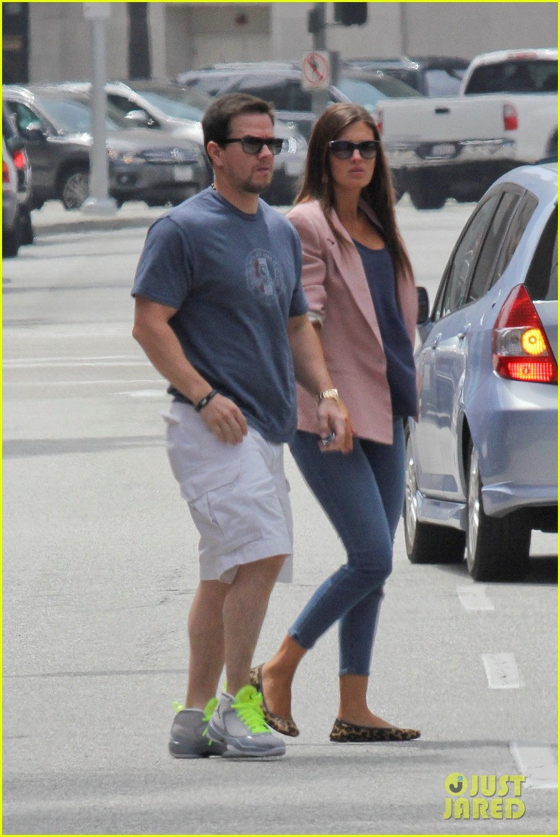 mark wahlberg the grill lunch 122677694