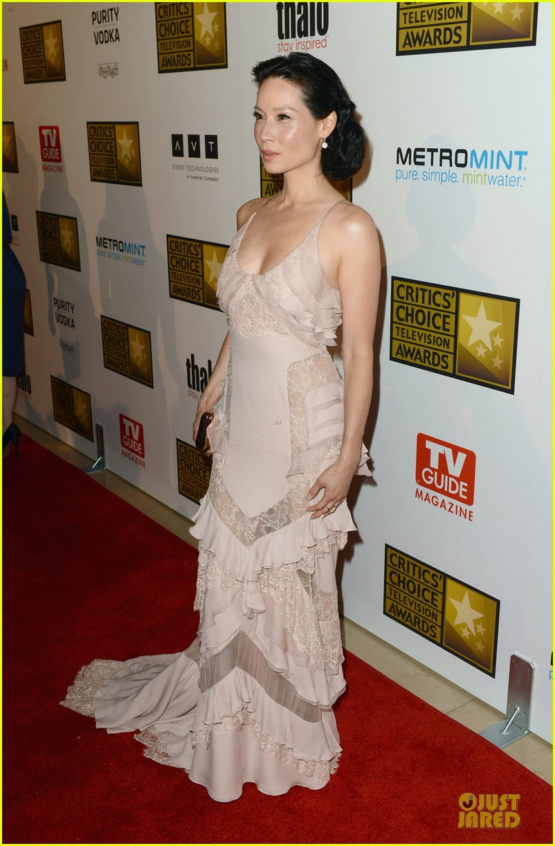kate walsh lucy liu critics choice tv awards 2012 072677104
