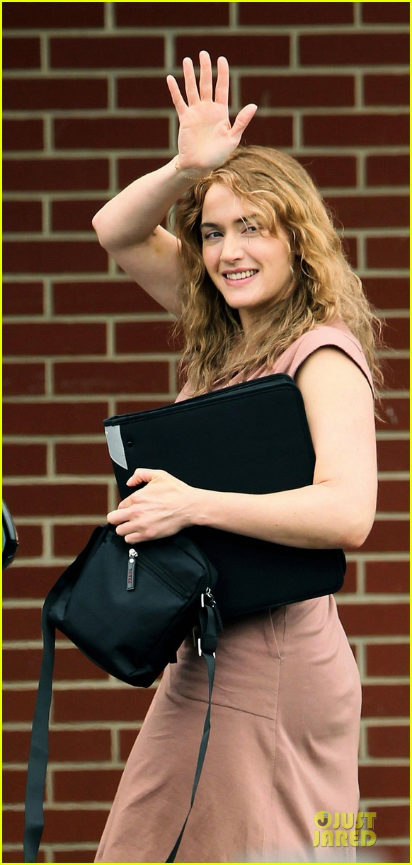 kate winslet waves labor day 062677336