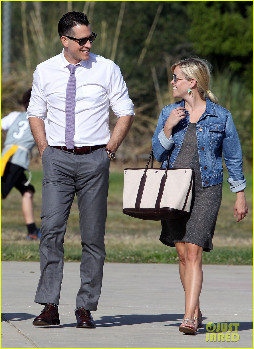 reese witherspoon family flag football 01