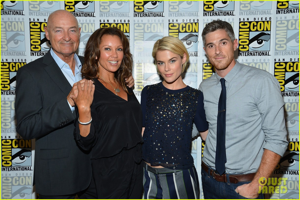 dave annable rachael taylor 666 park avenue at comic con 152687530