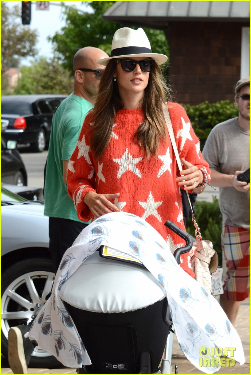 alessandra ambrosio 4th of july with jamie mazur baby noah 032683445