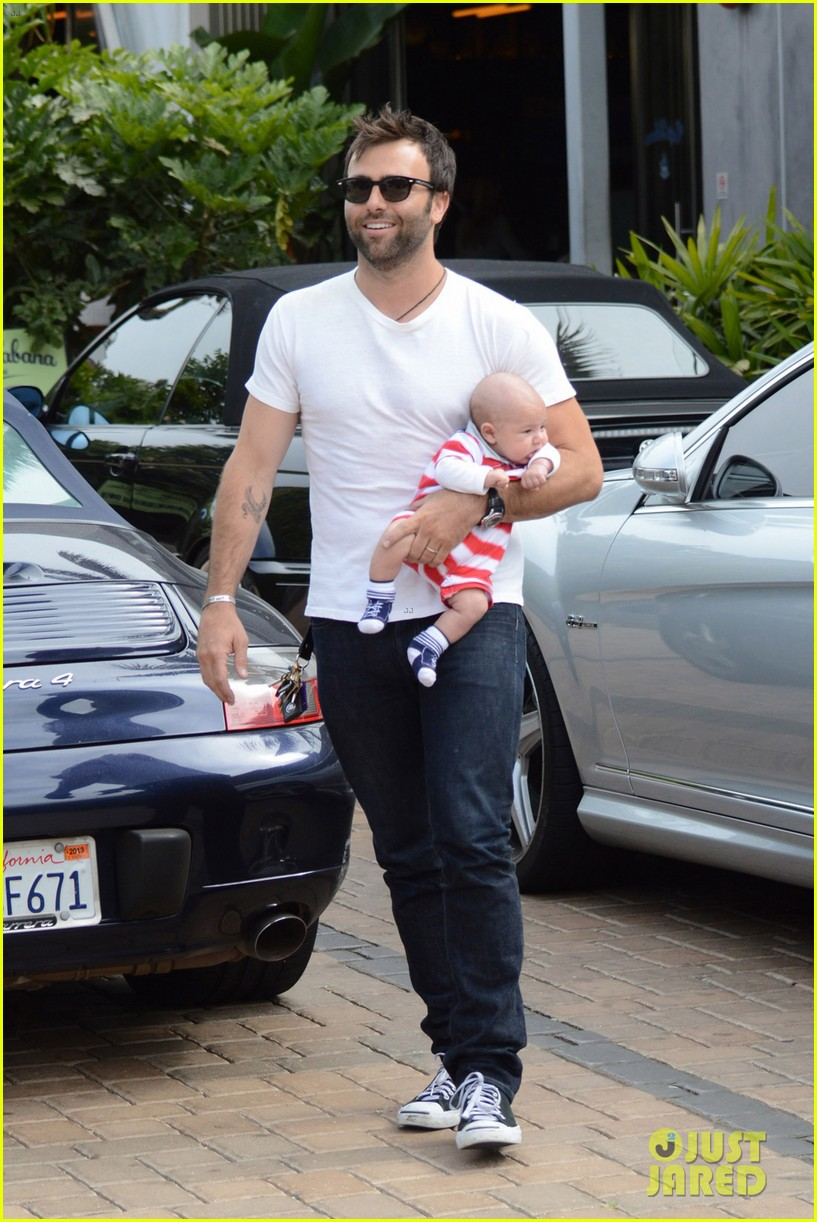 alessandra ambrosio 4th of july with jamie mazur baby noah 042683446