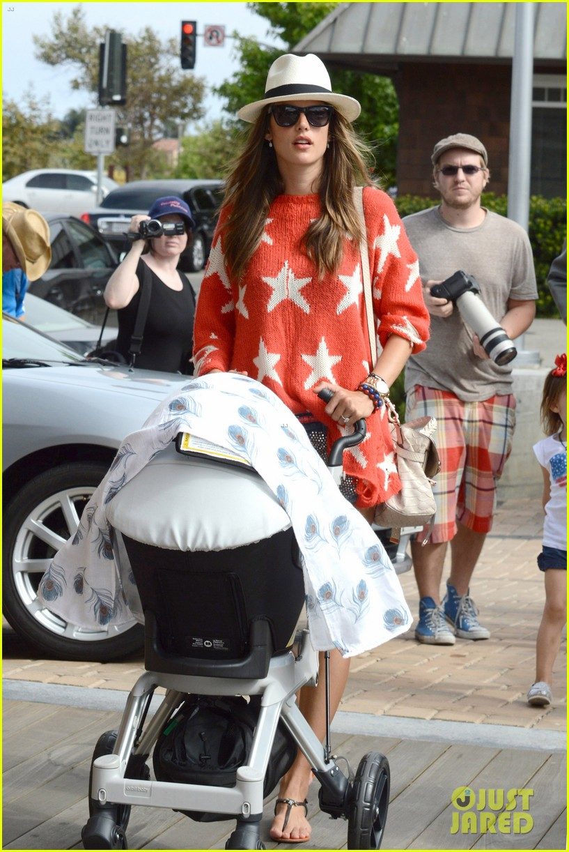 alessandra ambrosio 4th of july with jamie mazur baby noah 092683451