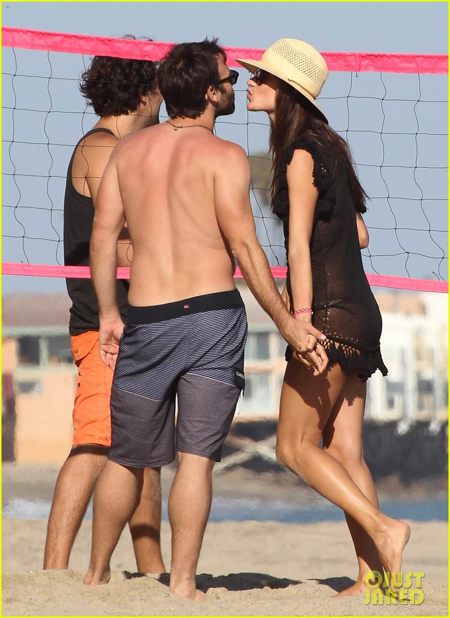 alessandra ambrosio beach time with shirtless jamie mazur 21
