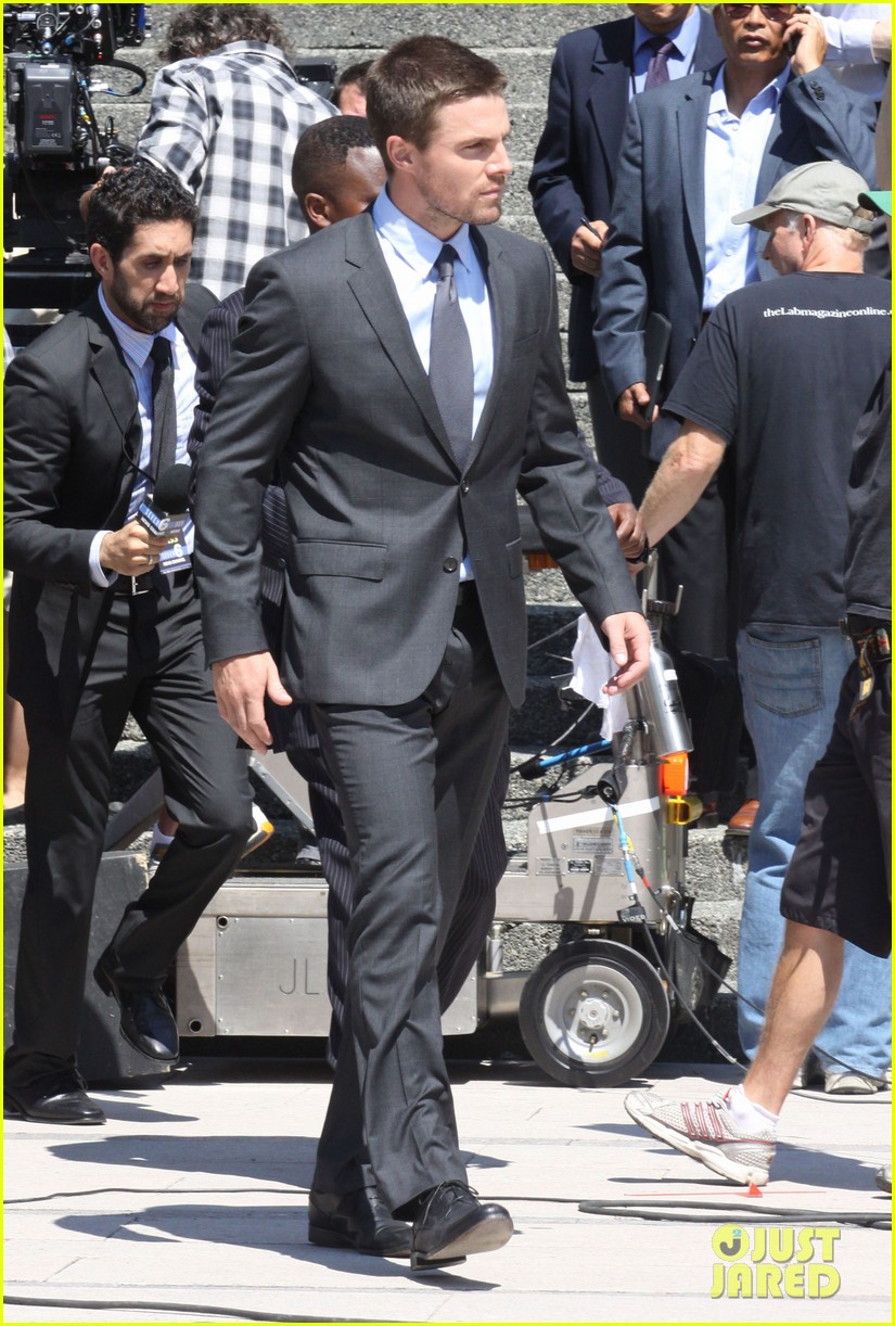 stephen amell suits up on arrow set 052692435