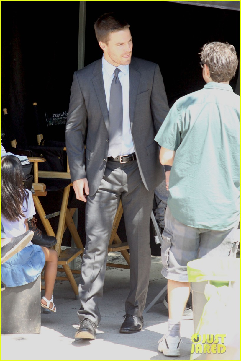 stephen amell suits up on arrow set 062692436