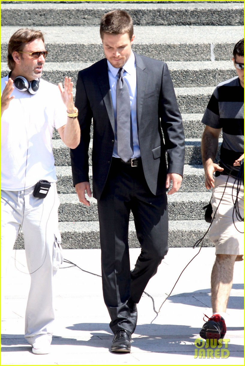 stephen amell suits up on arrow set 082692438