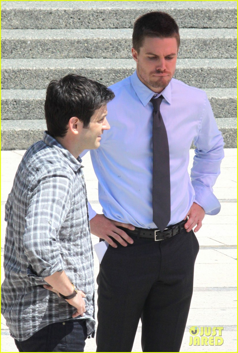 stephen amell suits up on arrow set 172692447