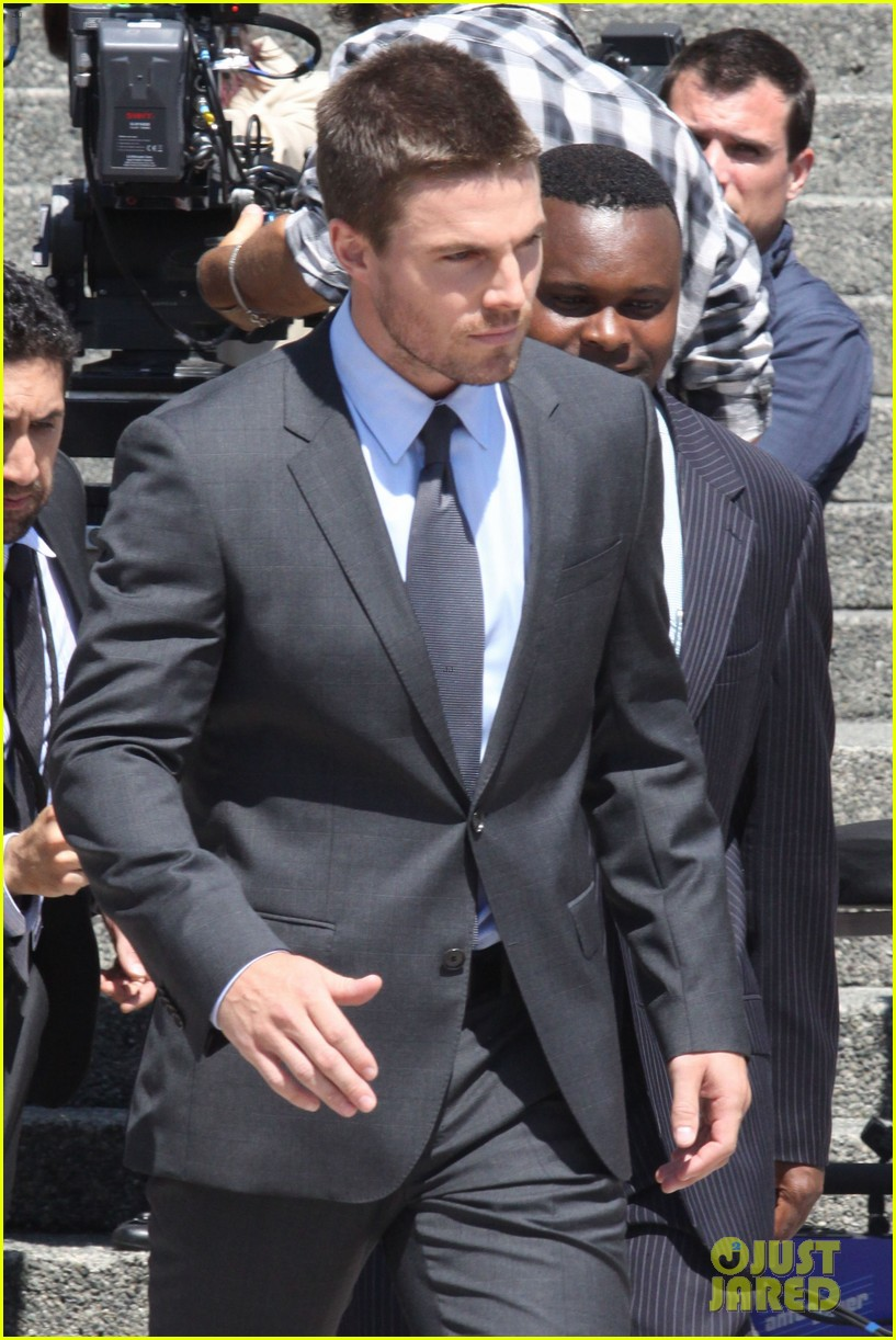 stephen amell suits up on arrow set 20