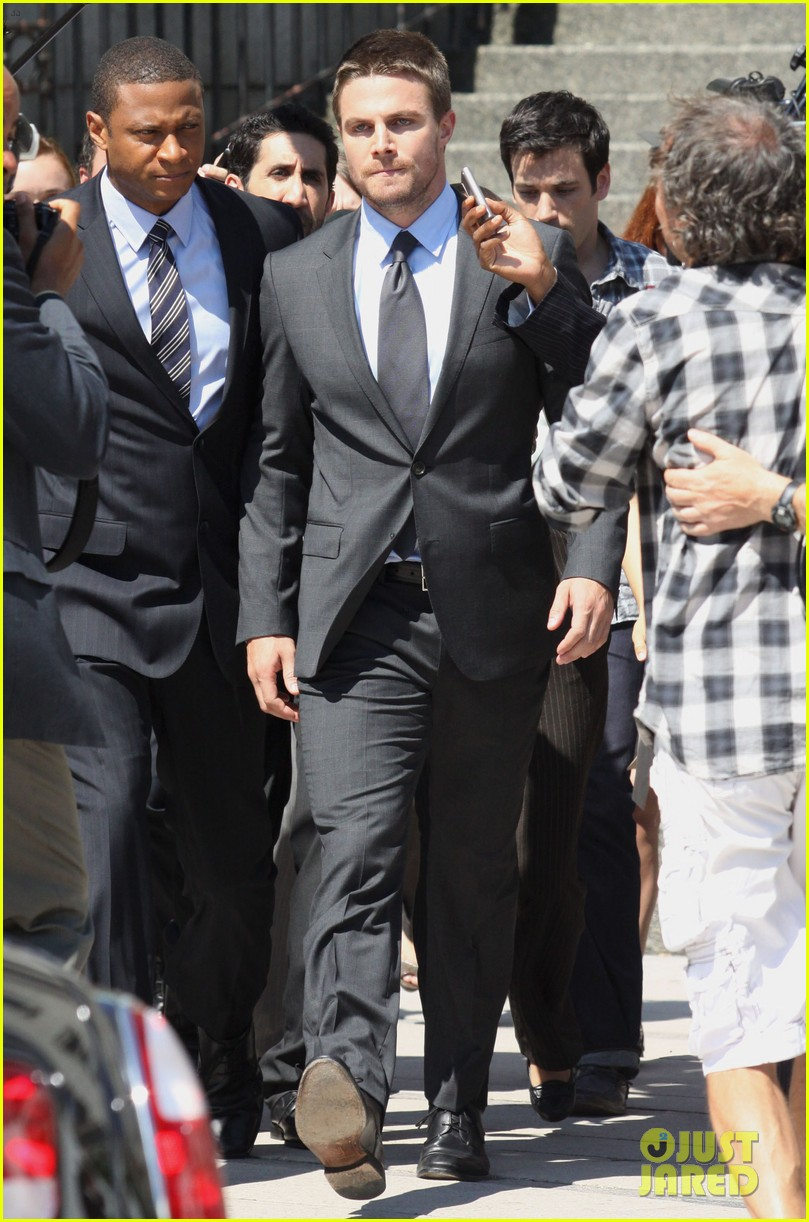 stephen amell suits up on arrow set 232692453