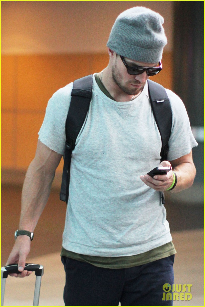 stephen amell back to vancouver after comic con 022688666