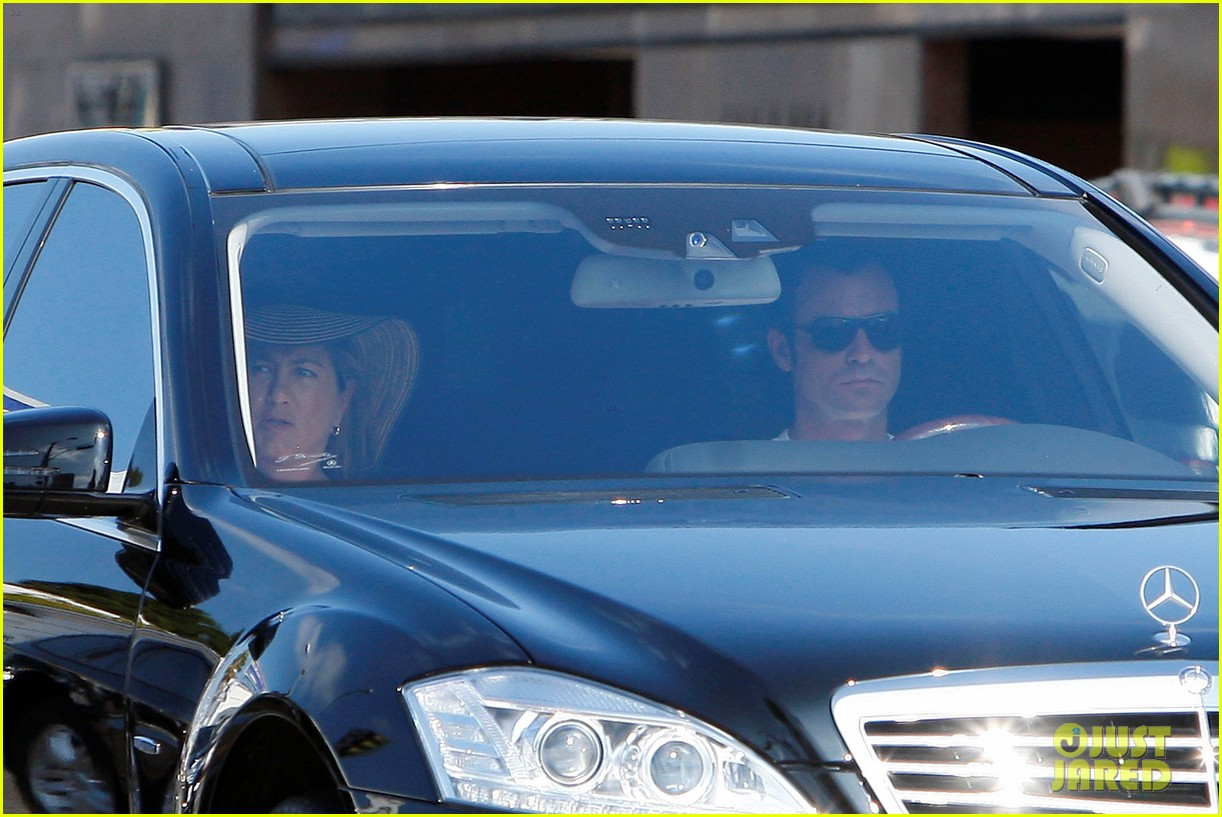 jennifer aniston justin theroux furniture shopping 03
