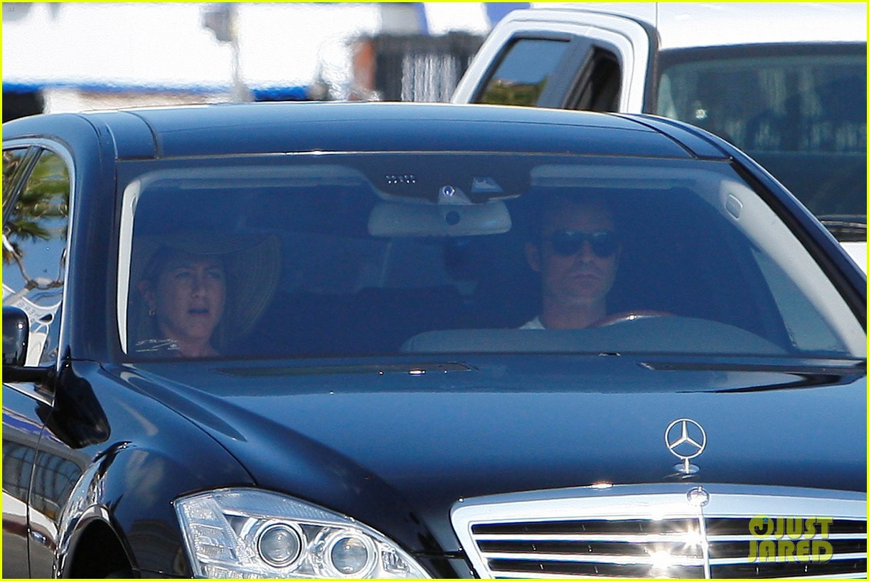 jennifer aniston justin theroux furniture shopping 12