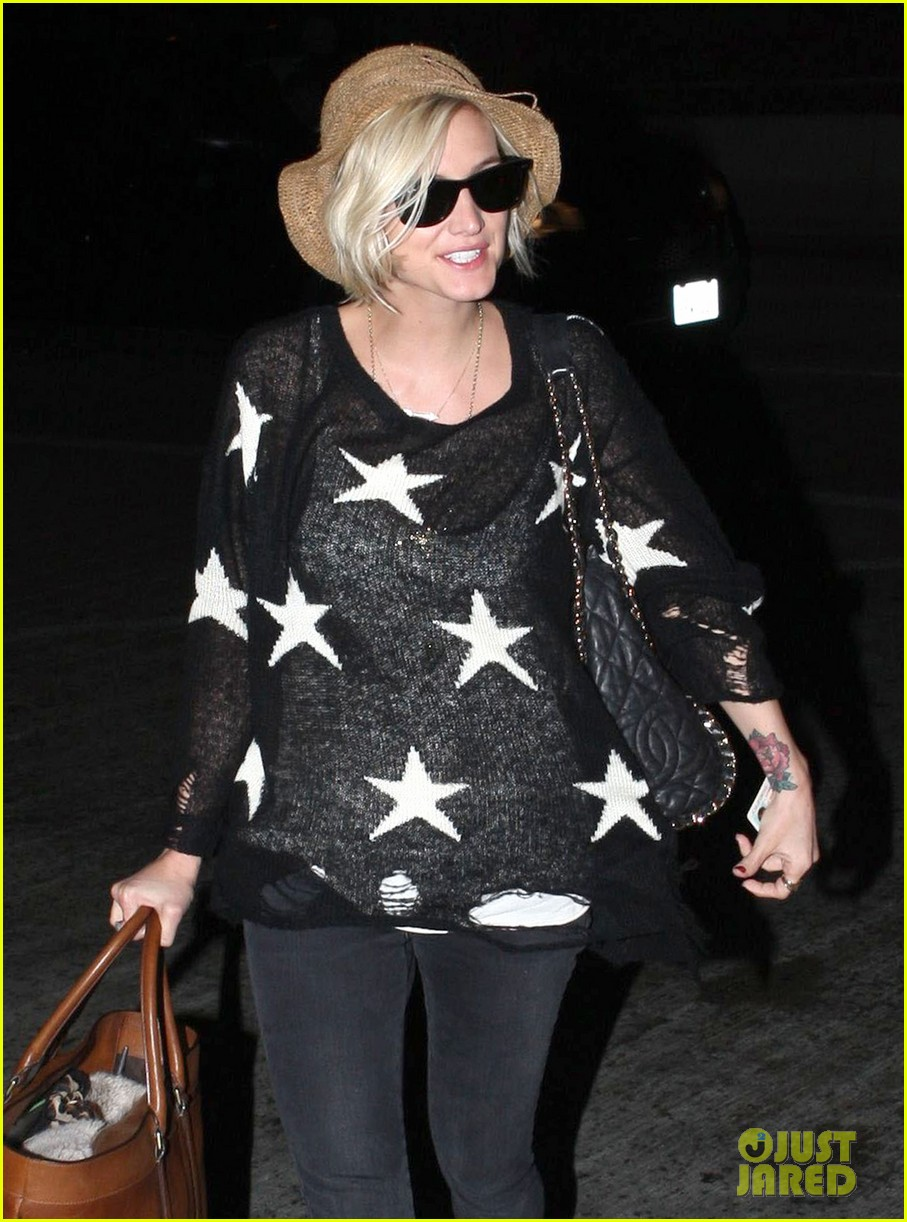ashlee simpson star sweater at lax 052686995