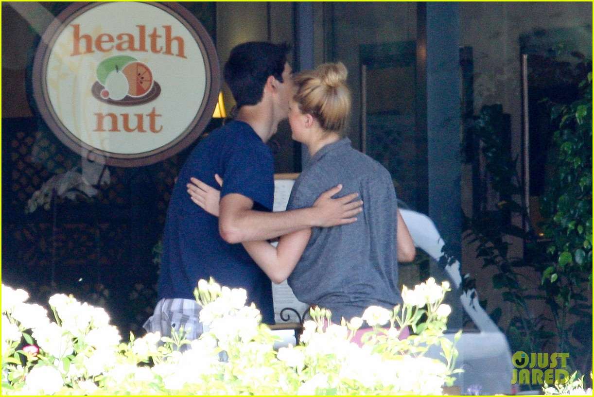 ireland baldwin health nut lunch after alec baldwins wedding 032682982