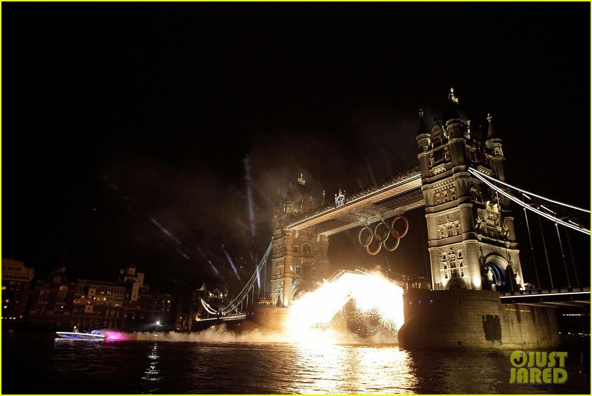 david beckham olympic torch 092693025