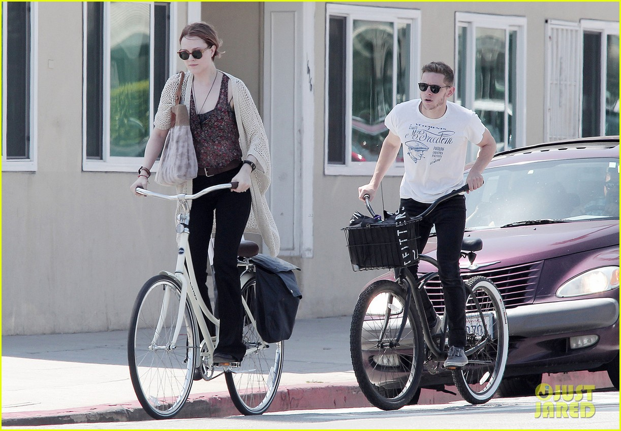 evan rachel wood jamie bell ride bikes 042690482