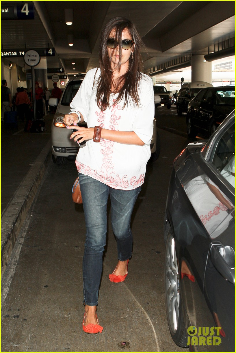 camilla belle lands in los angeles with evolet 082692676