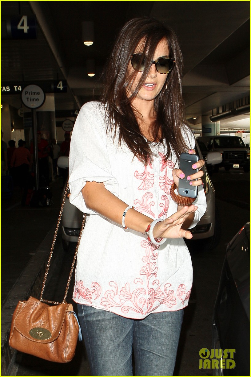 camilla belle lands in los angeles with evolet 092692677