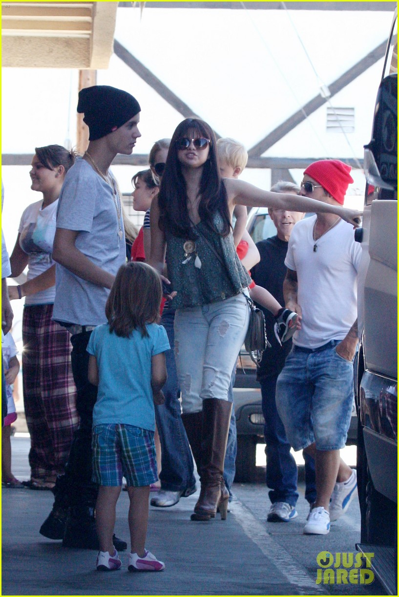 Is selena and justin still dating july 2012