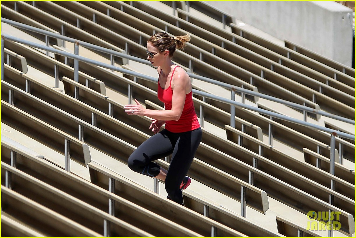 emily blunt workout 182687332