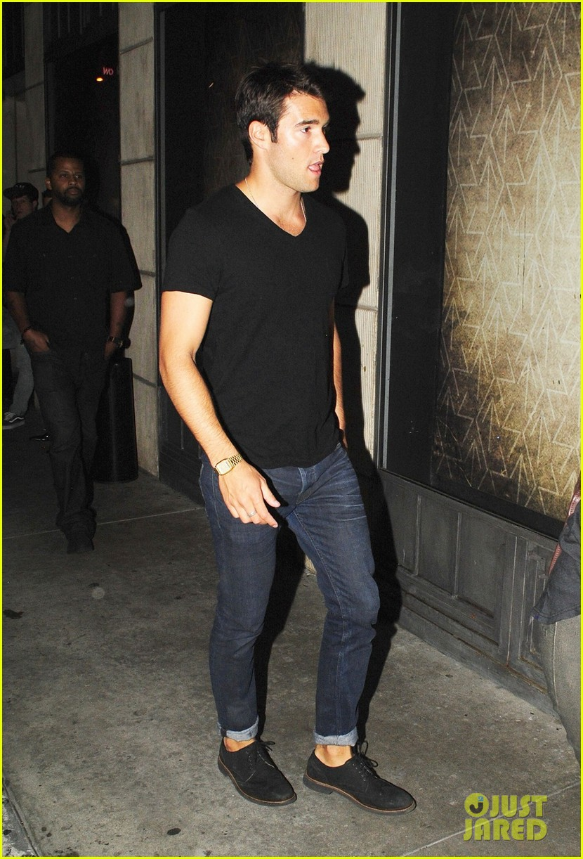 emily vancamp josh bowman night out 042689845