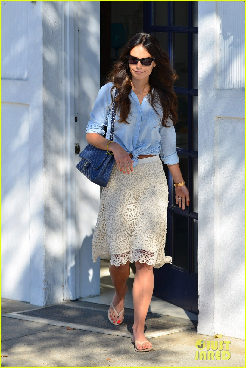 jordana brewster byron and tracey stop 12