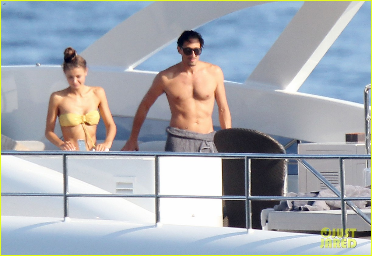 adrien brody shirtless yacht ride with girlfriend 052683669