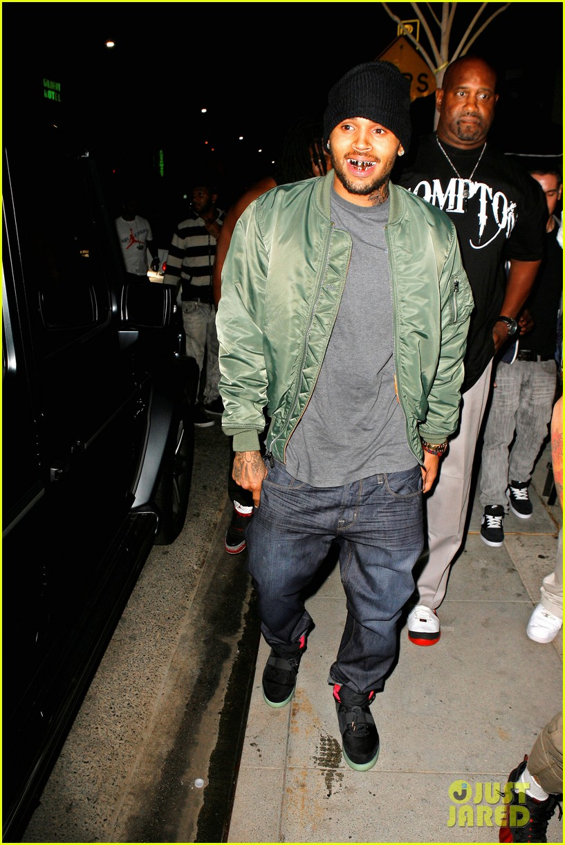 chris brown grills out at av nightclub 032682385