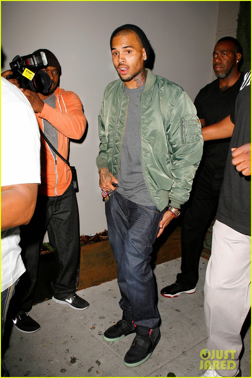 chris brown grills out at av nightclub 06