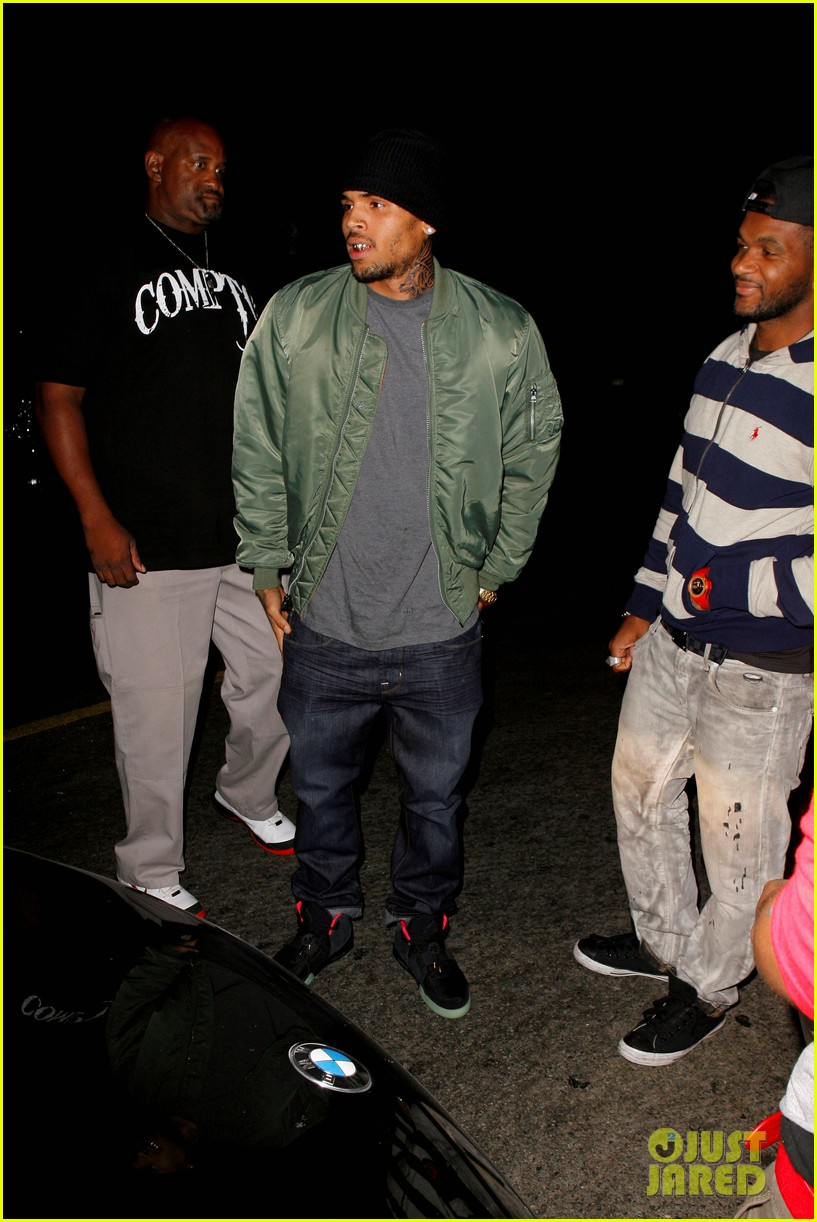 chris brown grills out at av nightclub 102682392