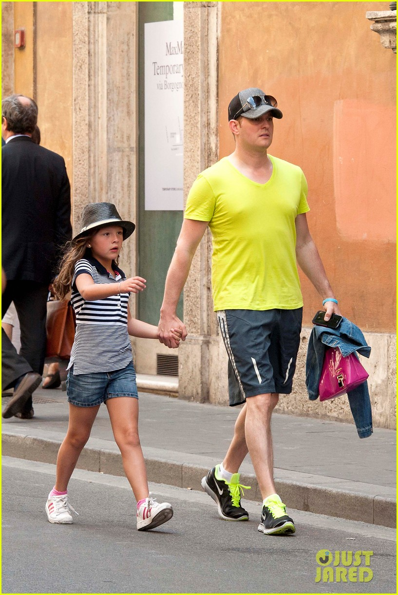 michael buble shopping in rome 012693134