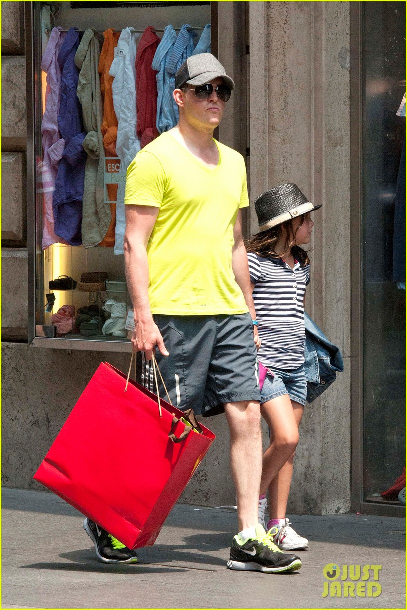 michael buble shopping in rome 032693136