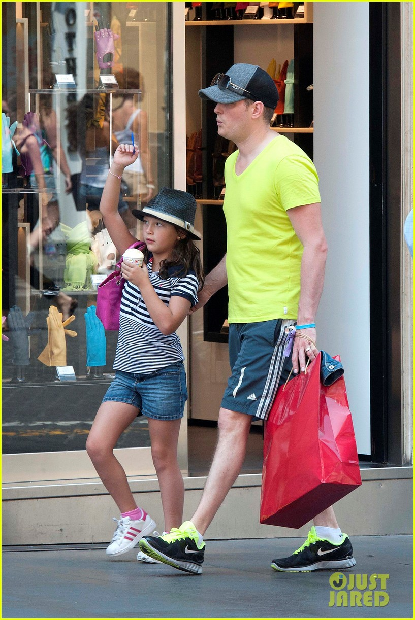 michael buble shopping in rome 07
