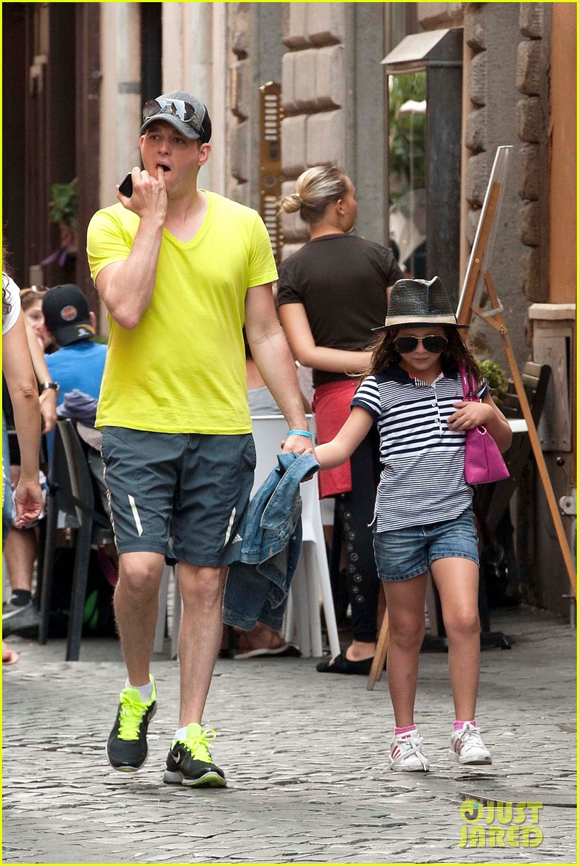 michael buble shopping in rome 09