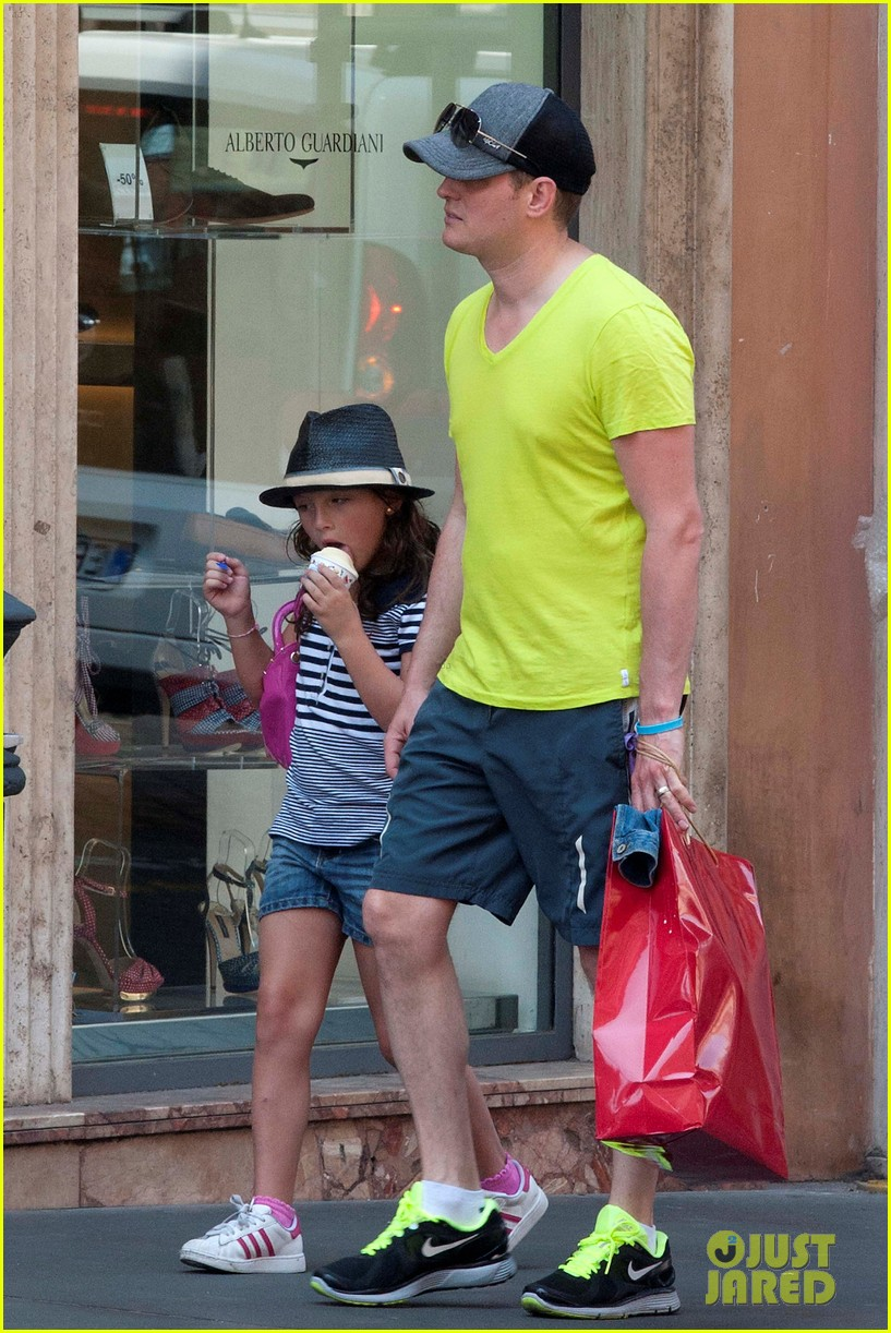 michael buble shopping in rome 112693144