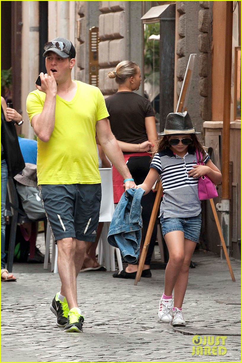 michael buble shopping in rome 132693146