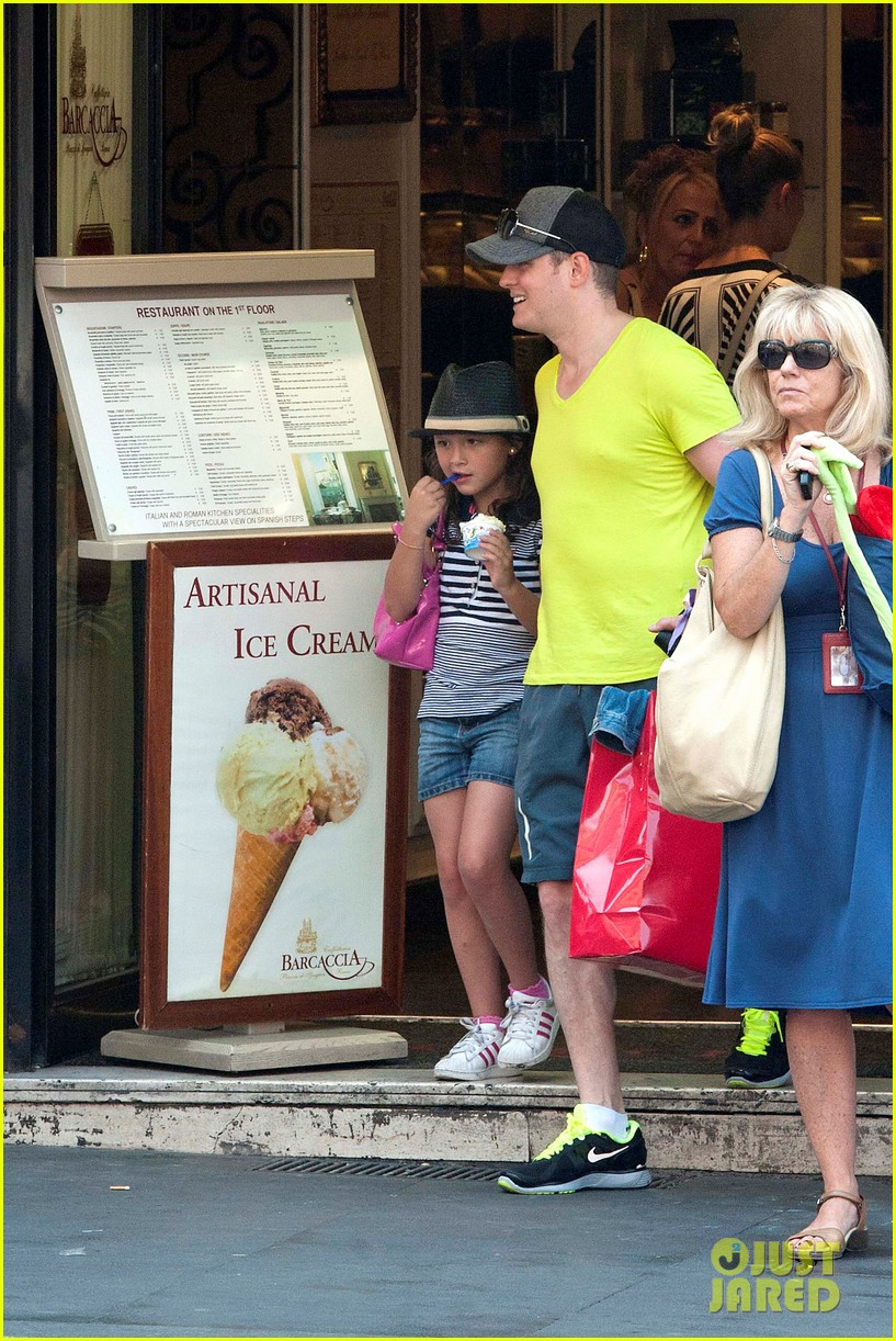 michael buble shopping in rome 142693147