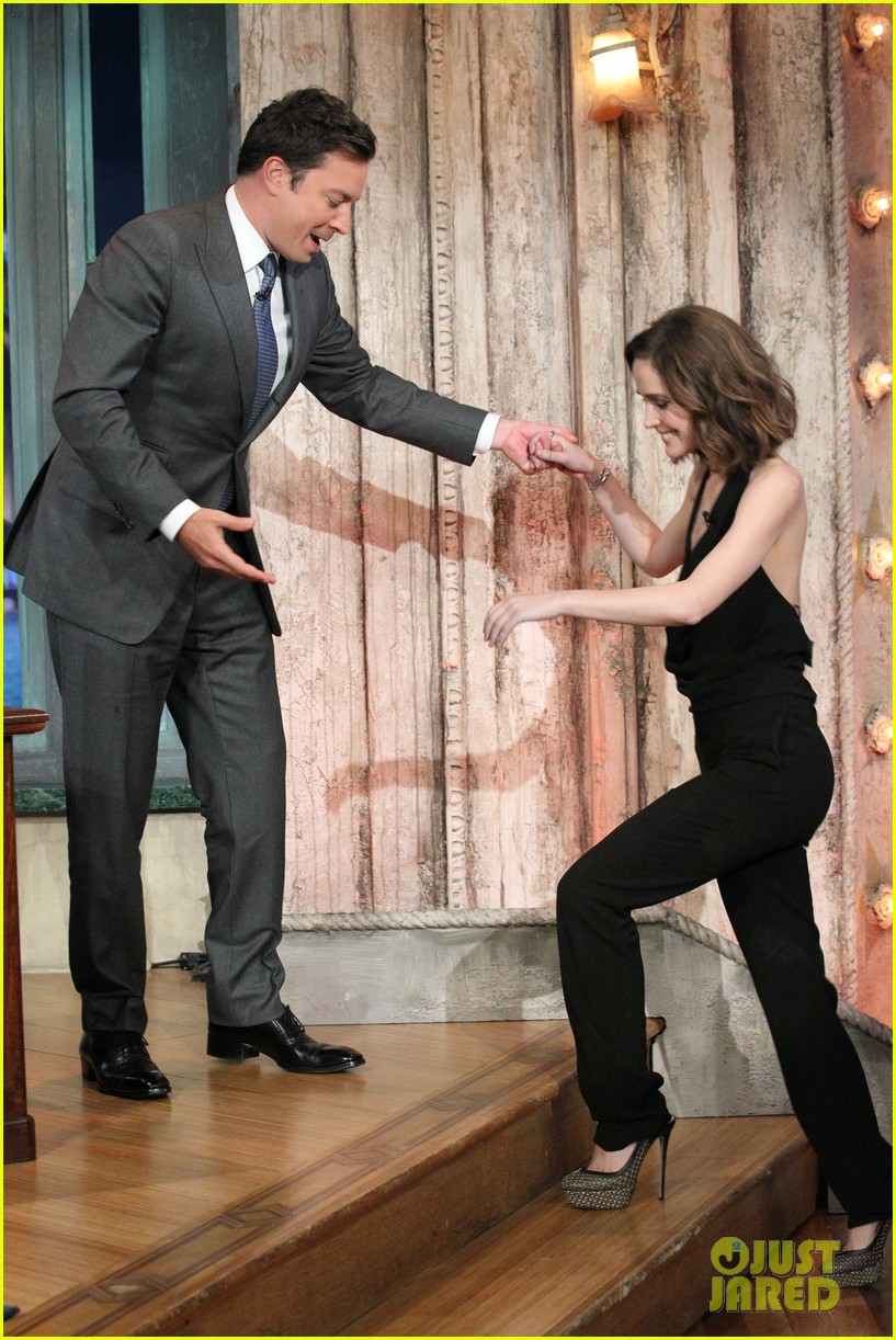 rose byrne late night with jimmy fallon visit 012685366