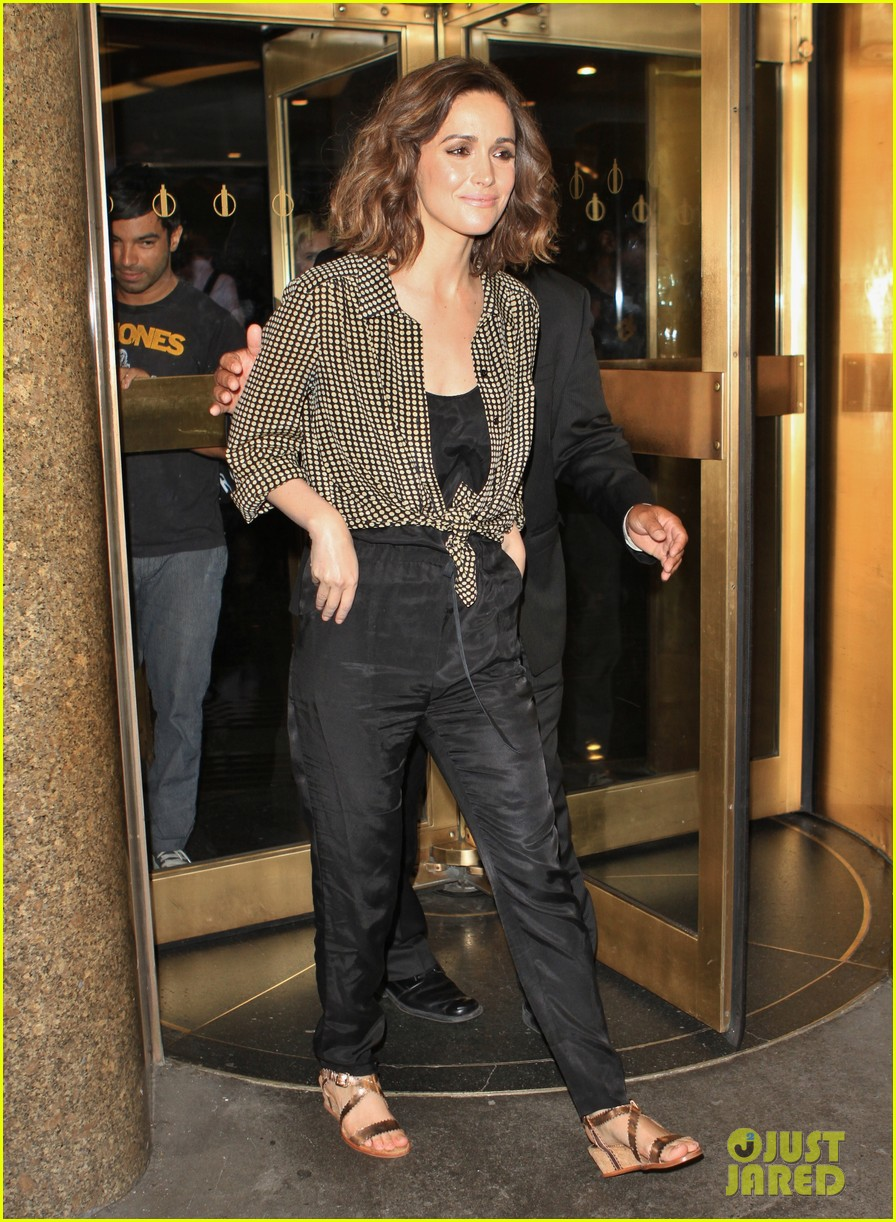 rose byrne late night with jimmy fallon visit 022685367