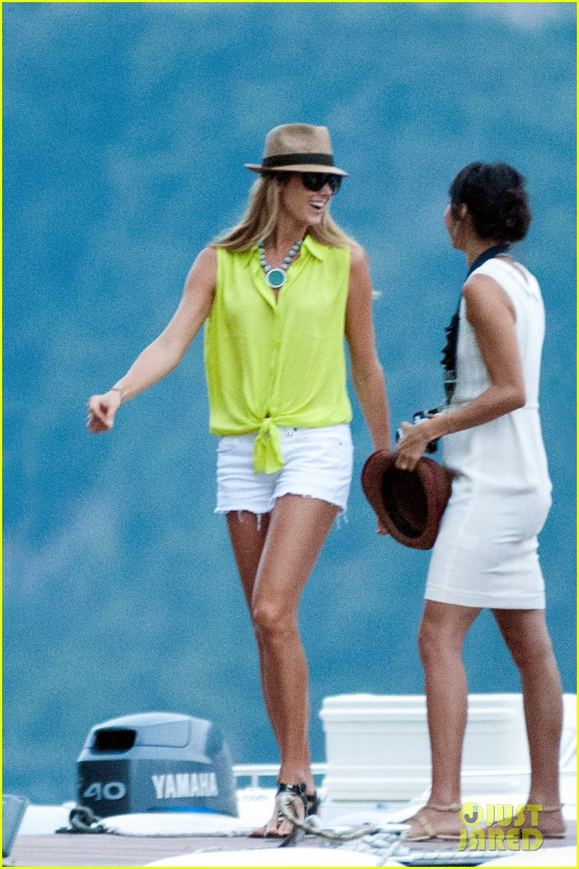 george clooney stacy keibler lake como with friends 032693564